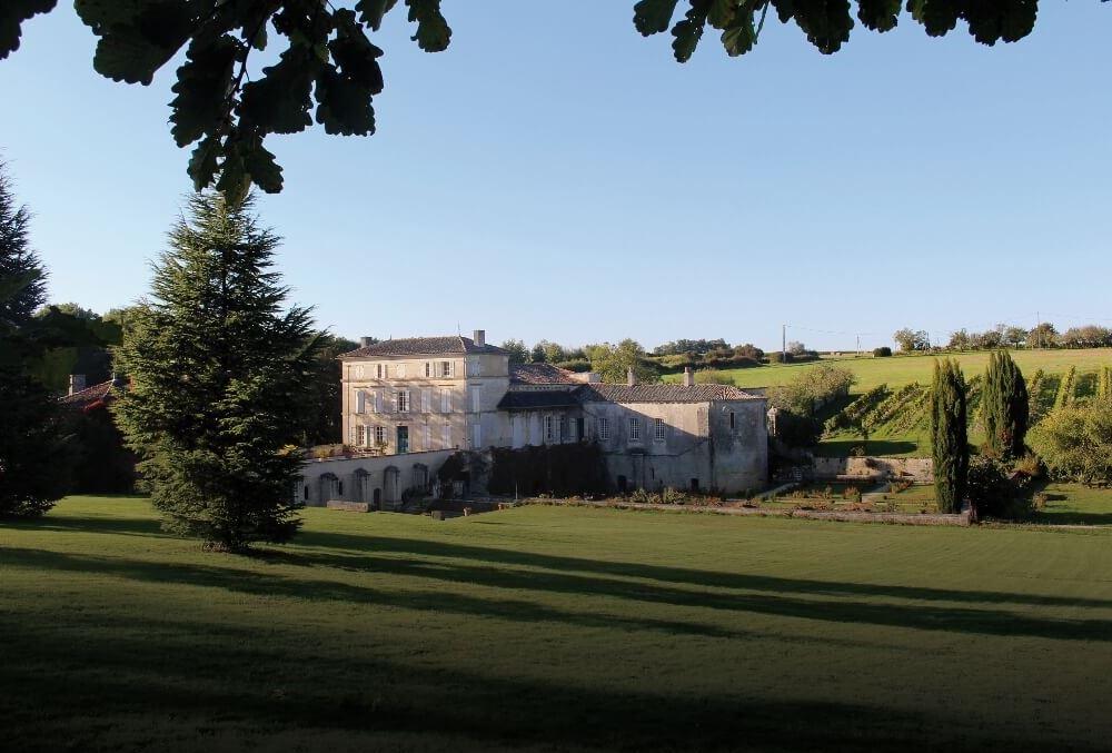 Abbaye de Fontdouce à Saint-Bris-des-Bois - trésors saintonge aunis
