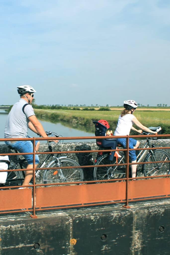 À vélo canal près de Marans en Charente-Maritime
