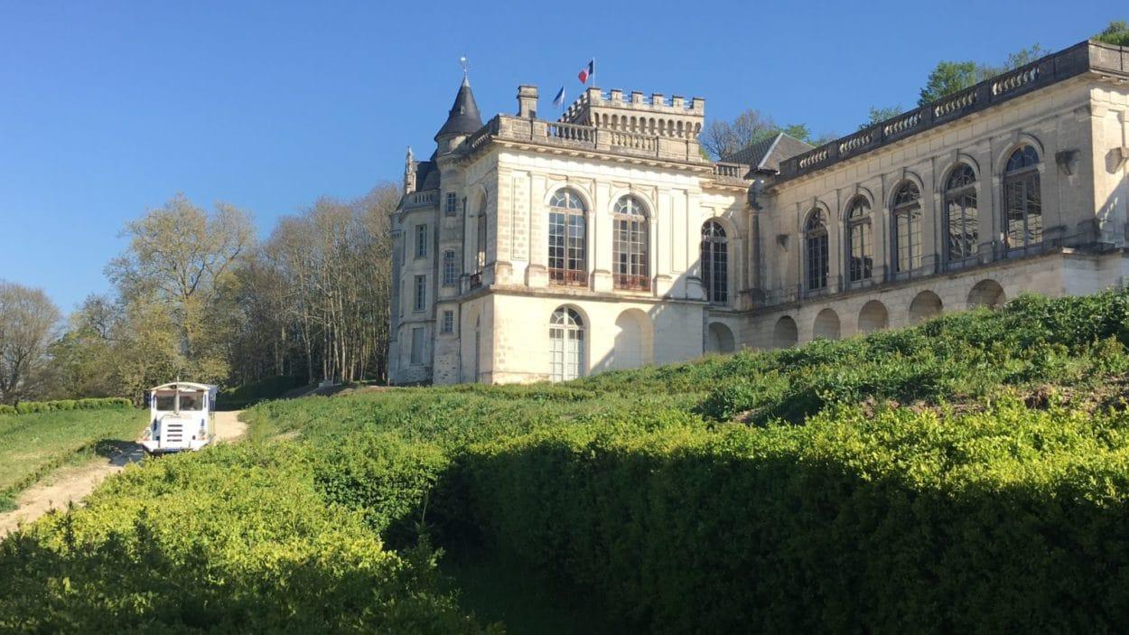 Petit train du Chateau de la Mercerie à Magnac Lavalette Villars