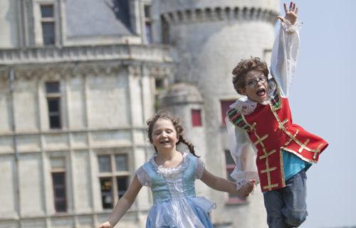 Enfants en costume d'époque à La Rochefoucauld, Charente