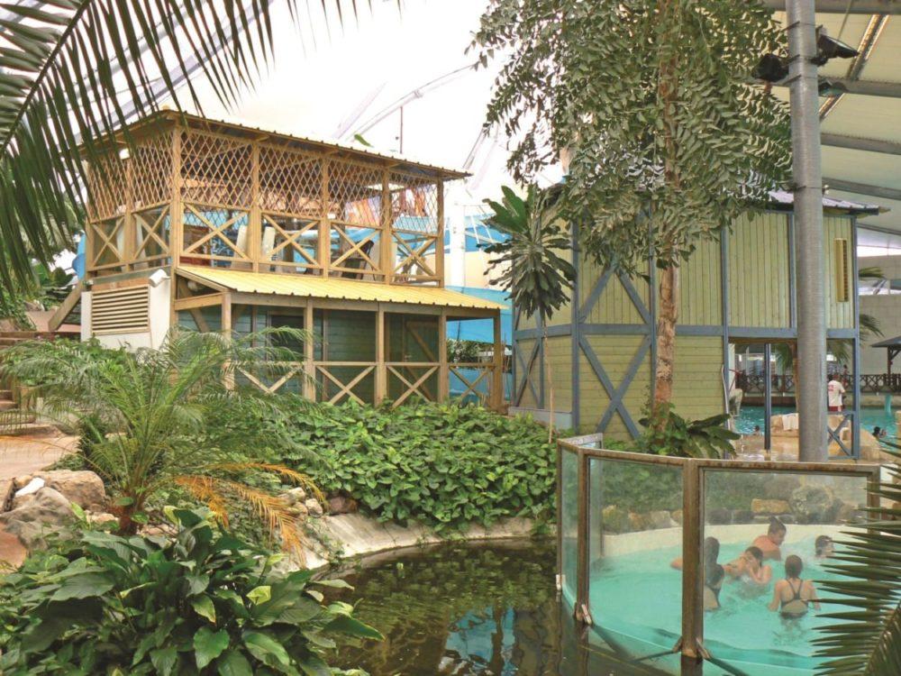 LES ANTILLES DE JONZAC cabanes parc aquatique_