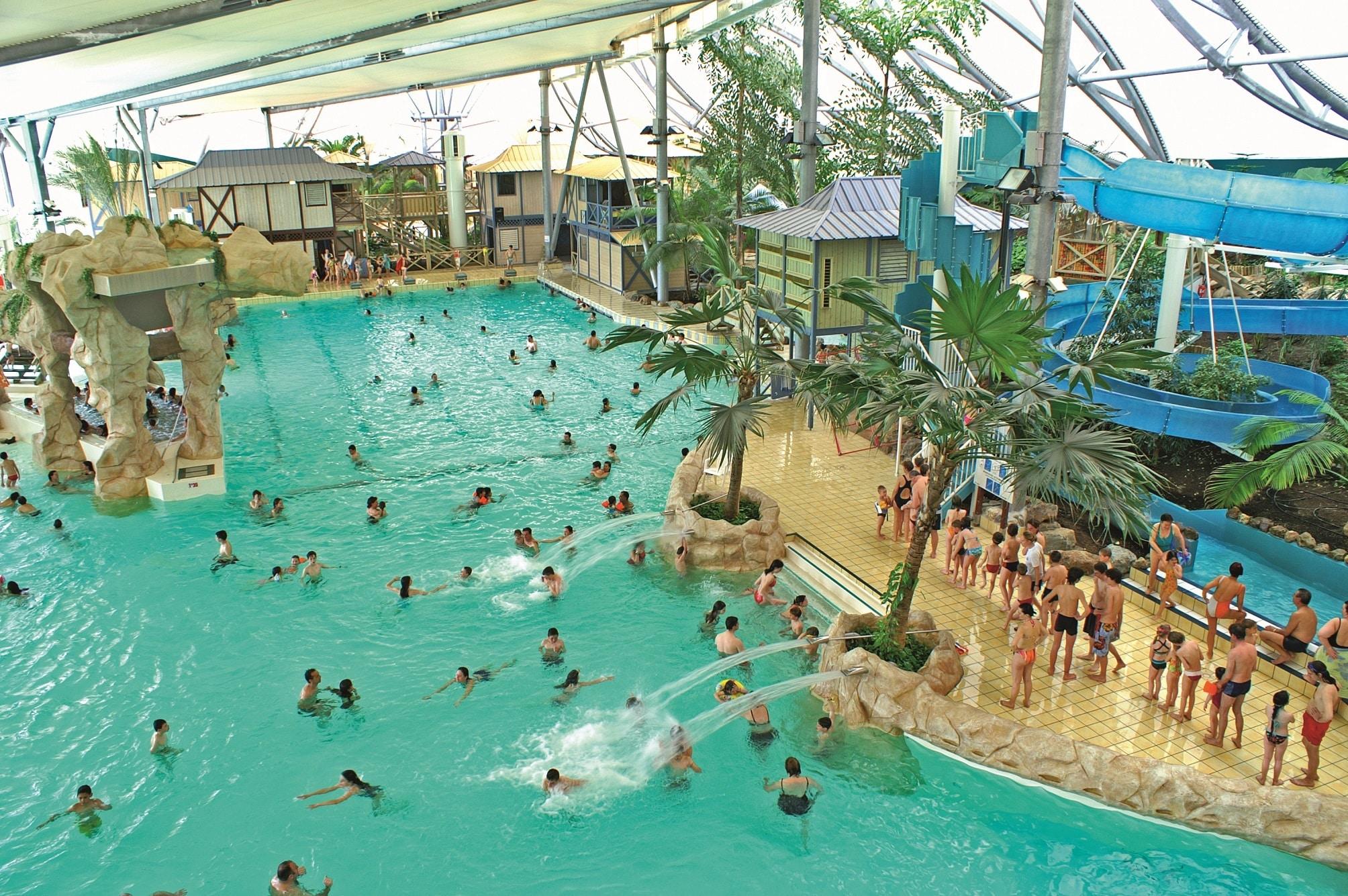 LES-ANTILLES-DE-JONZAC-parc-aquatique-piscine-geante
