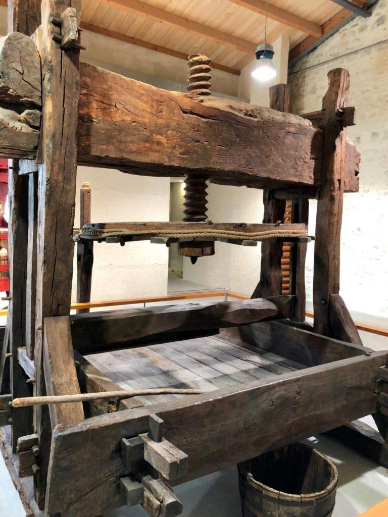 Machine ancienne au musée des arts de Cognac