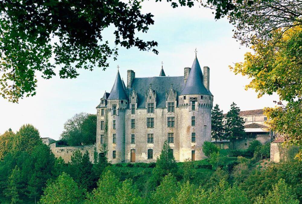 Château de Neuvicq-le-Chateau - trésors saintonge aunis