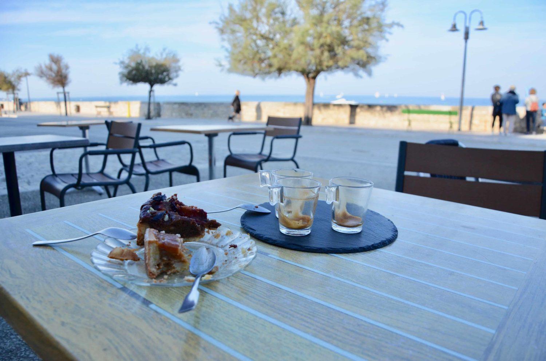 Petit cafe sur la plage Ile de re