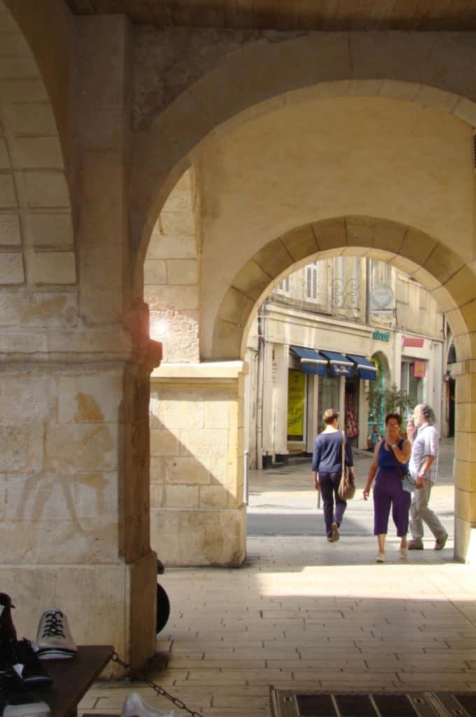Sous les Arcades de La Rochelle