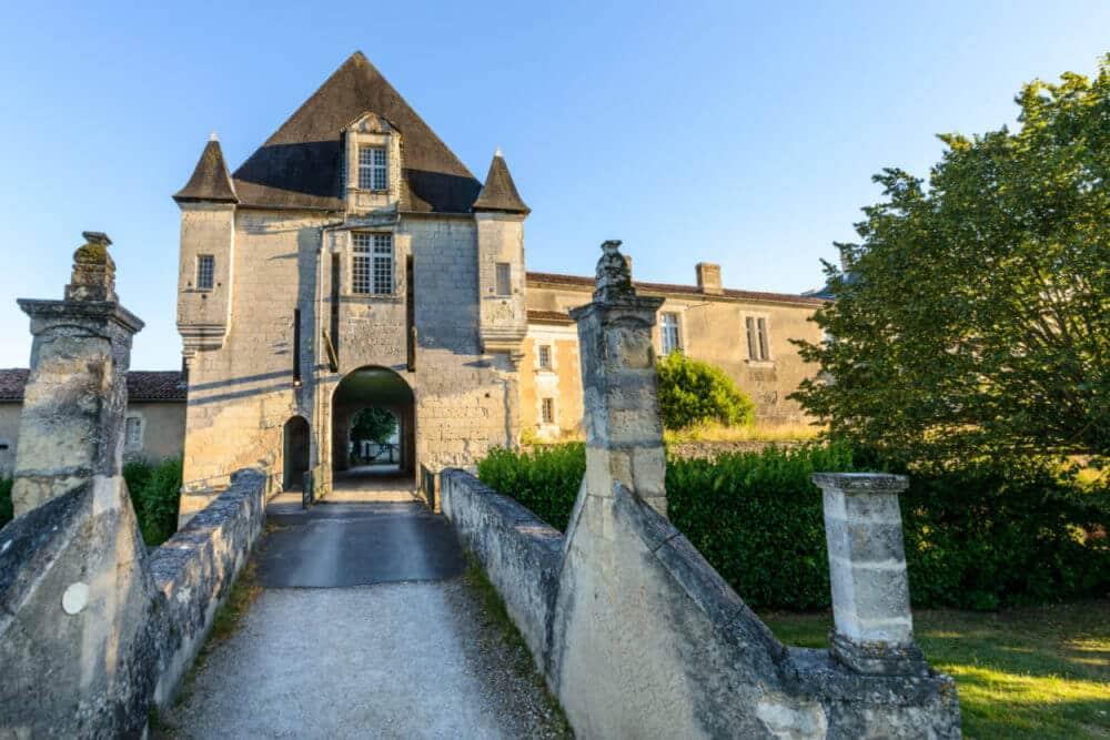 Pont levis du château de Chalais