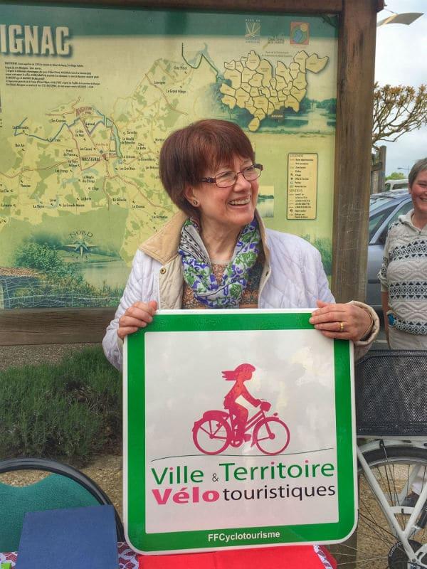 Visite du village touristique de Massignac à vélo