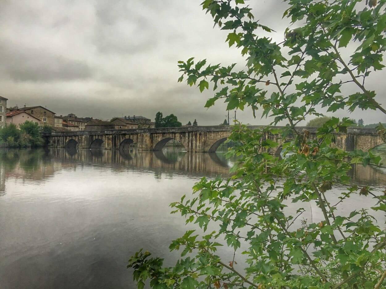 Charente à vélo - Pont de Confolens