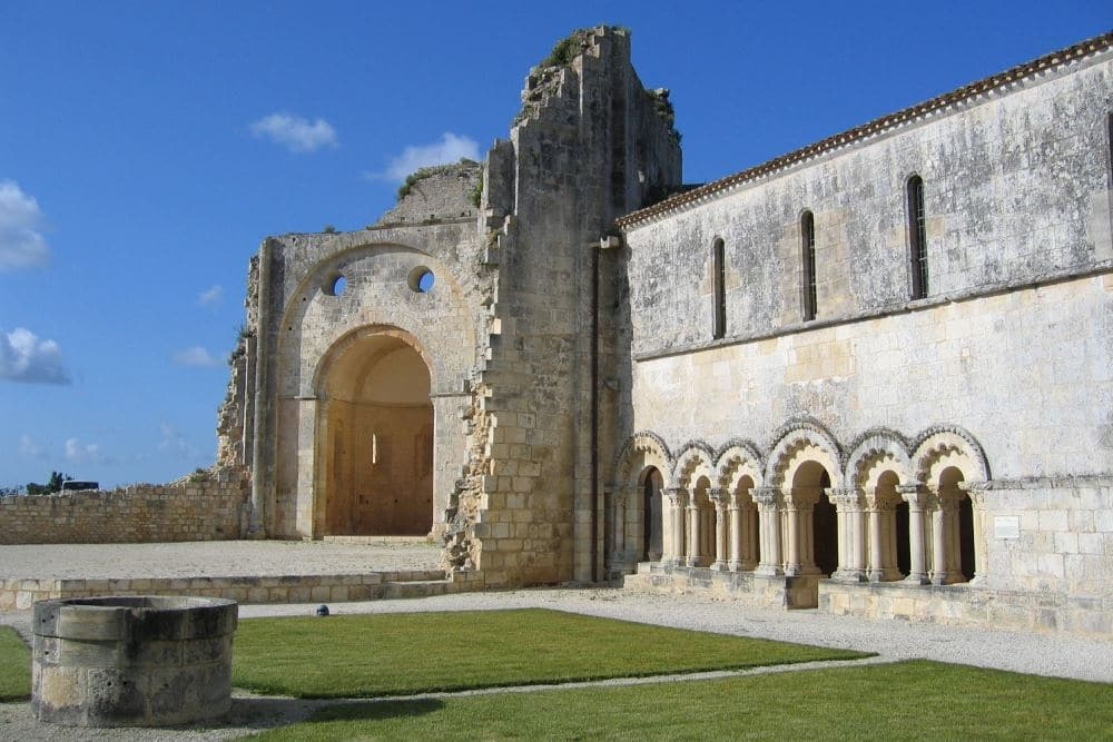 Abbaye de Trizay - Charentes
