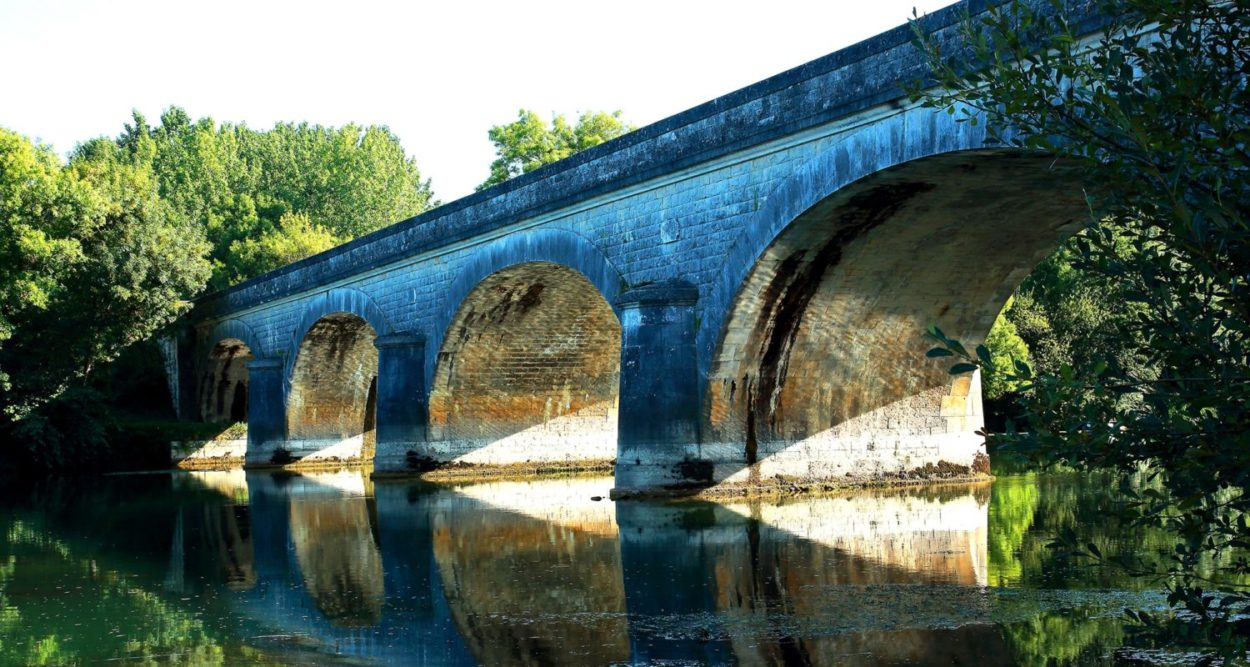 Viaduc à Bourg-Charente