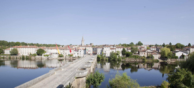 Le Pont vieux à Confolens