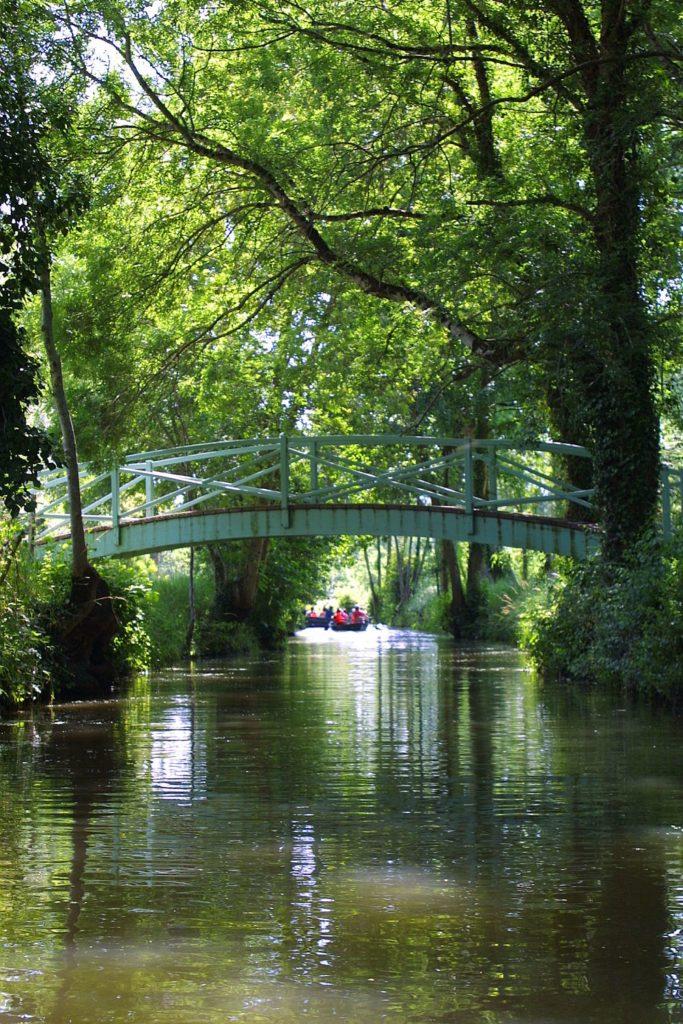 pont au dessus du marais poitevin