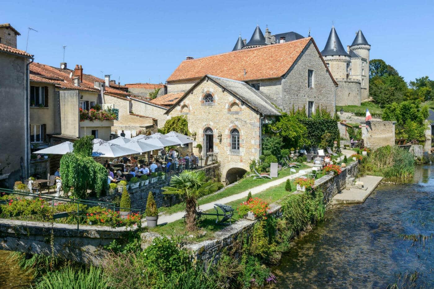 terrasse près du château de la Rochefoucauld