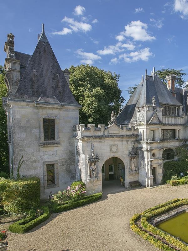 Chateau des Enigmes avec fontaine