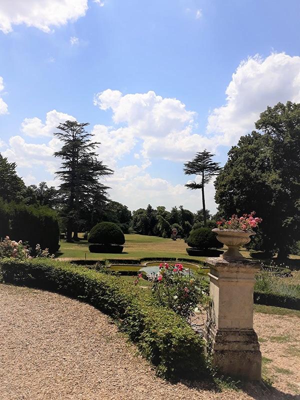 Chateau des Enigmes jardin chateau credit S. Laval