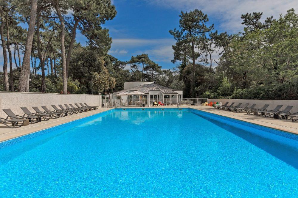 piscine chauffée du village vacances arc en ciel sur l'île d'Oléron