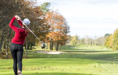 femme-golf-infiniment-charentes