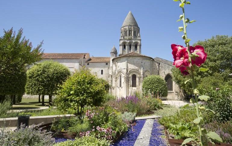 L'abbaye aux Dames, la cité musicale