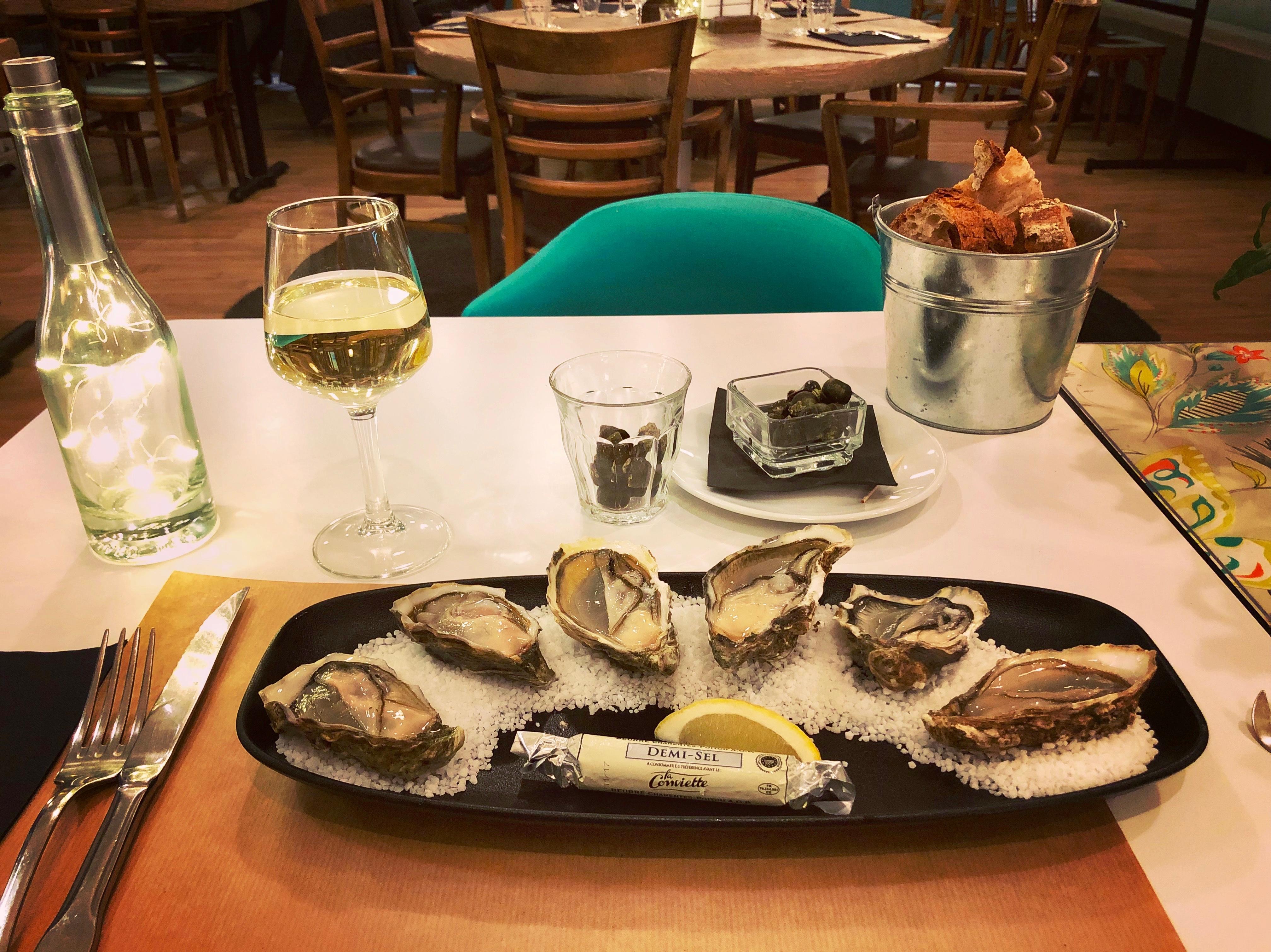 Restaurant_tasting oysters_Marennes